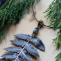 Лист папоротника с лабрадором кулон