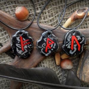 Амулеты со скандинавскими рунами с оригинальным орнаментом