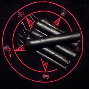 Черная свеча восковая с сажей