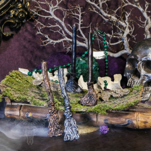 Ведьмина метла свеча фигурная восковая с серебряной полынью