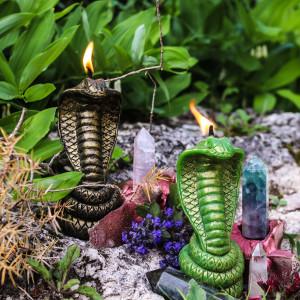 Змеиная Царица свеча фигурная восковая
