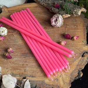 Ярко-розовые тонкие свечи восковые
