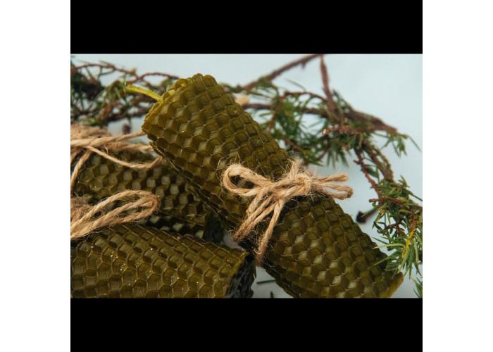 Зеленые свечи из вощины с маслом хвои