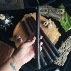 Каноническая черная свеча восковая